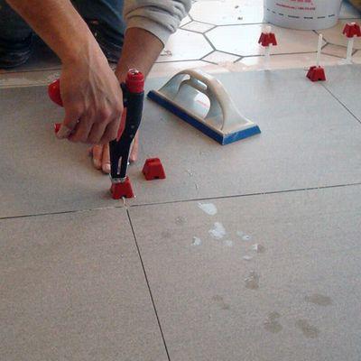 Ceramiche de matteis tuscan leveling sistem l 39 innovazione nella tecnica della posa che ha - Accessori per posa piastrelle ...