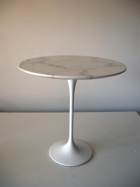 Ceramiche de matteis lucera tavolino ovale in marmo tulip della ditta knoll - Tavolo ovale saarinen knoll ...