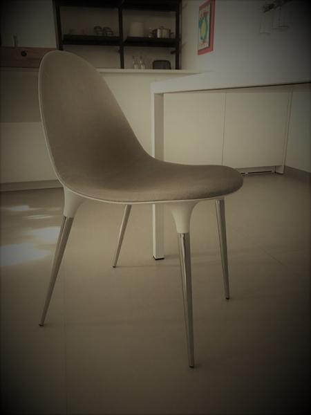 ceramiche de matteis lucera sedia caprice della ditta cassina